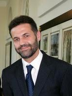 khaled_hosseini_in_2007_detail2
