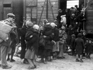 birkenau_jewish_deportees_alighting_from_the_train_to_the_platform