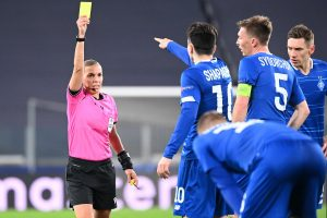French referee Stephanie Frappart gives a yellow card to Dynamo Kiev's Ukrainian midfielder Nicholas Shaparenko (C) during the UEFA Champions League Group G football match Juventus vs Dynamo Kiev on December 2, 2020 at the Juventus stadium in Turin. (Photo by Vincenzo PINTO / AFP)